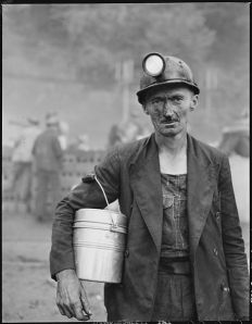 465px-Harry_Fain,_coal_loader._Inland_Steel_Company,_Wheelwright_^1_&_2_Mines,_Wheelwright,_Floyd_County,_Kentucky._-_NARA_-_541452