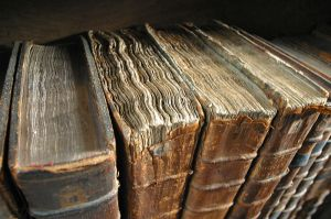 800px-Old_book_bindings